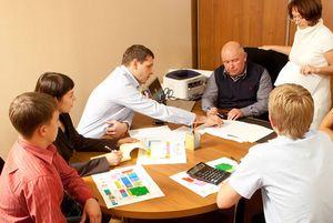 Как функционирует управляющая компания в повседневной работе?