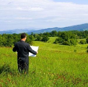 Что должно быть указано в тексте договора субаренды земли?