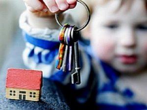 Можно ли выписать ребенка из квартиры и как это делается