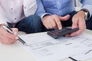 Как осуществляется покупка или продажа квартиры с прописанным человеком