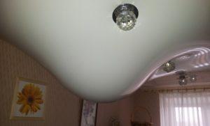 Натяжной потолок при затоплении.