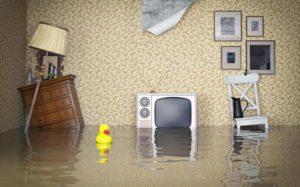 Кто возместит ущерб при заливе квартиры