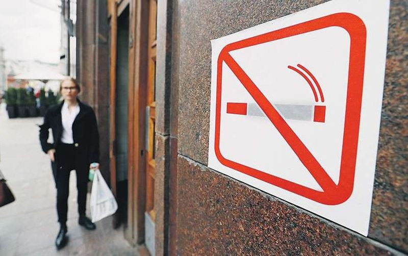 Курение в подъезде: какие статьи КоАП и законы регулируют данный вопрос