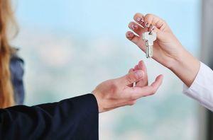 Оплата коммунальных услуг квартиросъемщиками жилой недвижимости